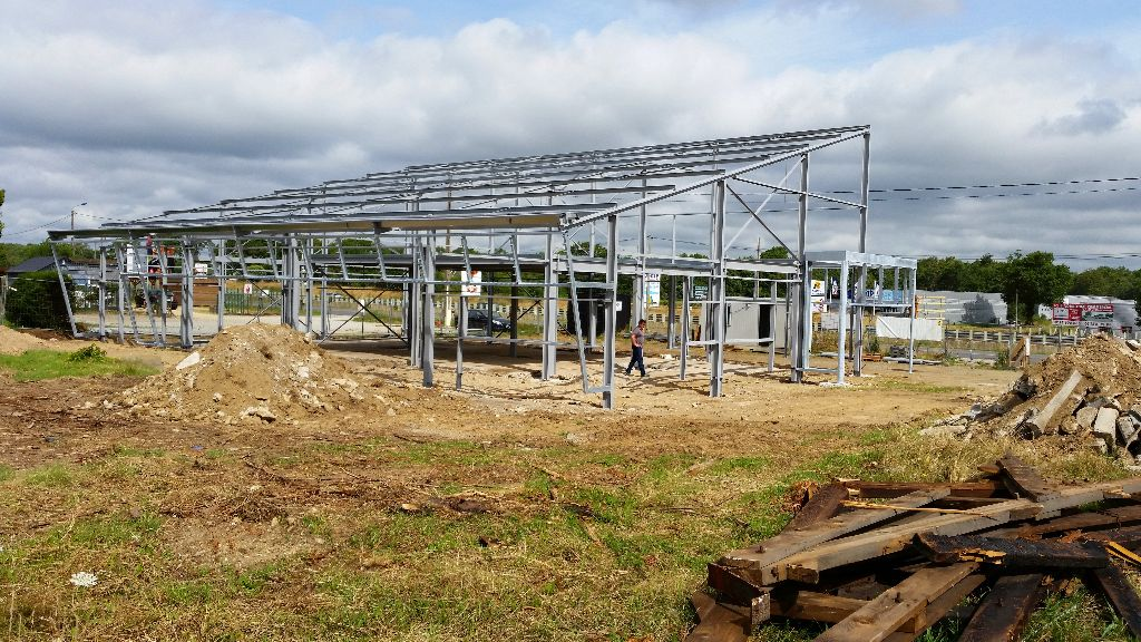 Magasin ploeren cr apaysage for Construction piscine vannes