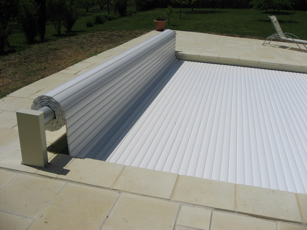 Couverture piscine automatique prix couverture piscine for Prix volet immerge piscine 8x4
